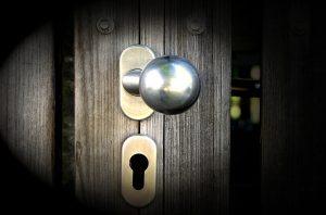 hiring locksmith in emergency situvation